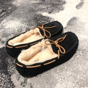 UGG Dakota Moccasins - NEW WITHOUT OF BOX